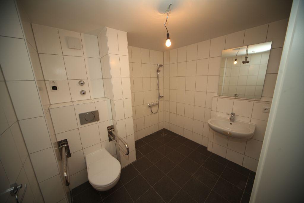 1 altenheim bad4 bild 3 sanierung in n rnberg. Black Bedroom Furniture Sets. Home Design Ideas