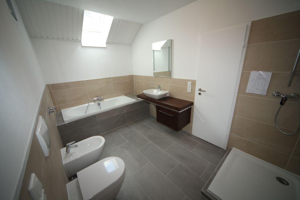 haus 2 bad bild 2 sanierung in n rnberg bossmann. Black Bedroom Furniture Sets. Home Design Ideas