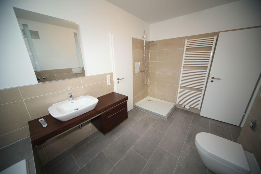 haus 2 bad bild 4 sanierung in n rnberg bossmann. Black Bedroom Furniture Sets. Home Design Ideas