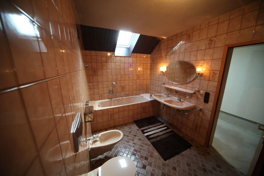 haus 2 bad bild 1 sanierung in n rnberg bossmann. Black Bedroom Furniture Sets. Home Design Ideas