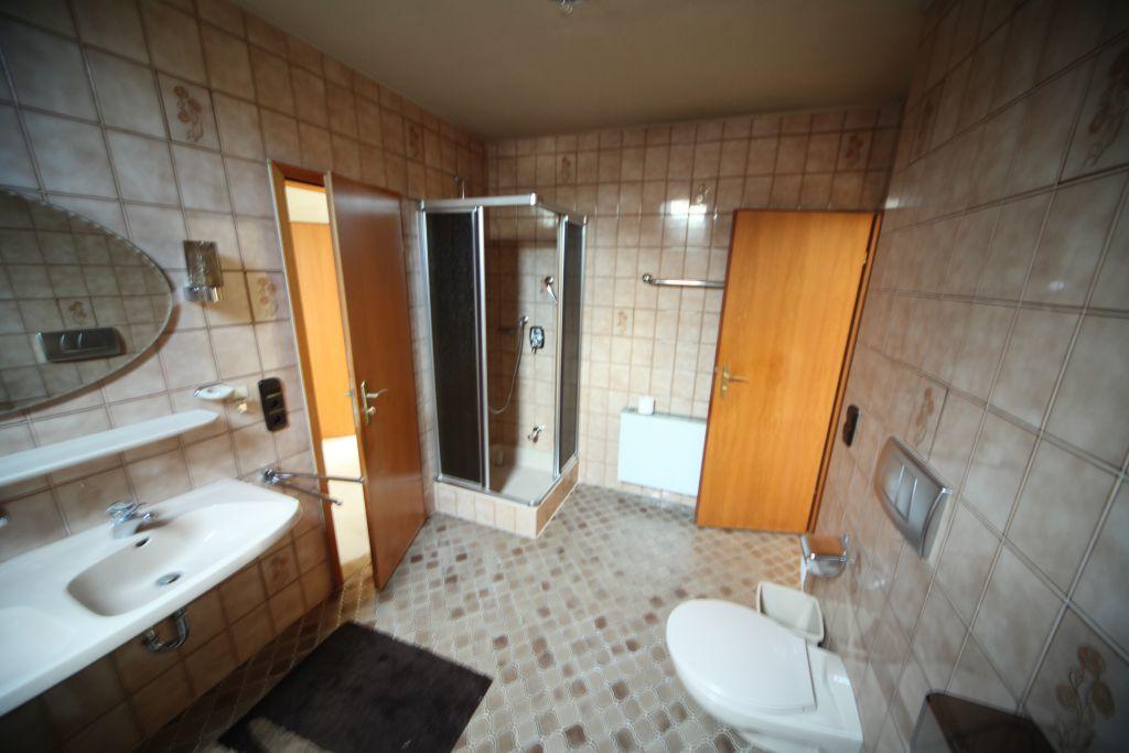 haus 2 bad bild 3 sanierung in n rnberg bossmann. Black Bedroom Furniture Sets. Home Design Ideas