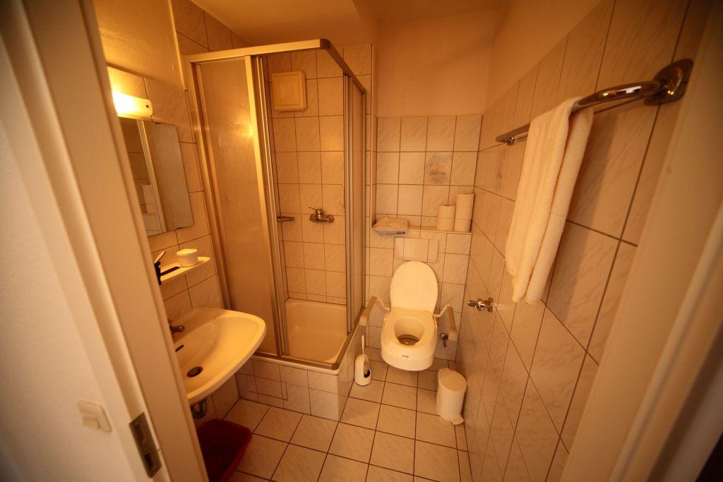 1 altenheim bad6 bild 3 sanierung in n rnberg. Black Bedroom Furniture Sets. Home Design Ideas